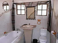 Hazyview Country Cottages no. 4 bathroom